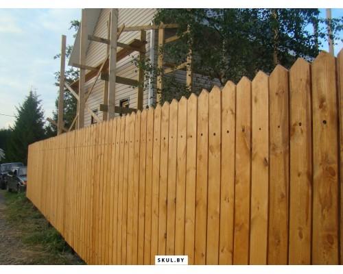 Сплошной деревянный забор в Житковичах