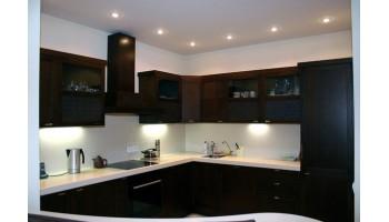 Что следует учитывать при выборе углового кухонного гарнитура?