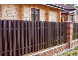 Забор из металлического штакетника в Зельве